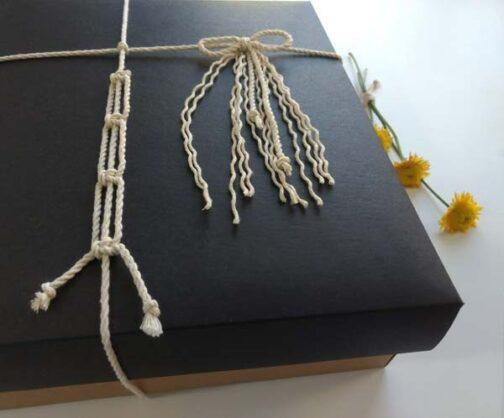 Caja de regalo para kit de macrame